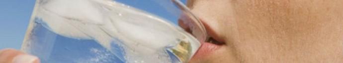 Poleti je potrebno piti veliko tekočine